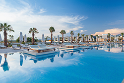Luxury hotels, first-class hotels, luxury resorts, leading resorts, spa hotels and city hotels in Greece offer high quality services, comparable to leading luxury hotels worldwide